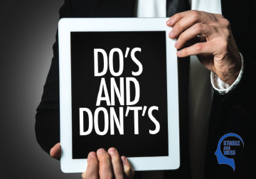 Job interview tips: Man holding tablet saying do's and don't's